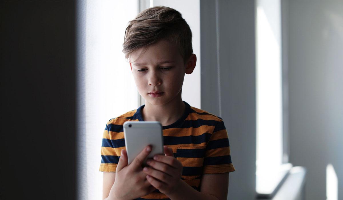 Sicurezza online: come proteggere bambini e adolescenti dai pericoli sui social network